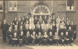 Class photo of children attending Bensenville High School in 1924.